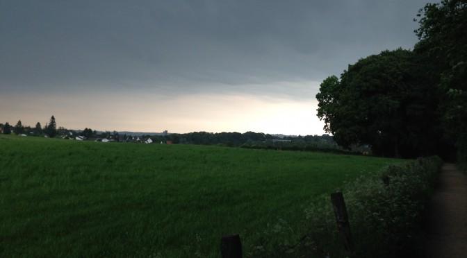 Dunkle Wolken über dem Aachener Schönthal …